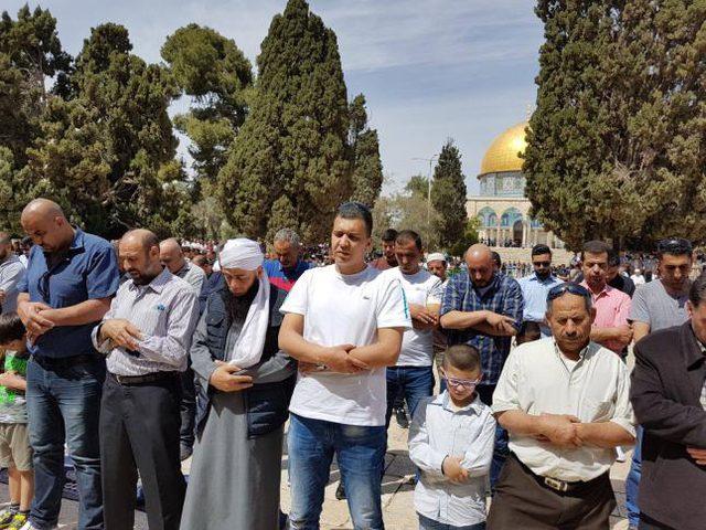 45 ألفاً يؤدون صلاة الجمعة في المسجد الأقصى