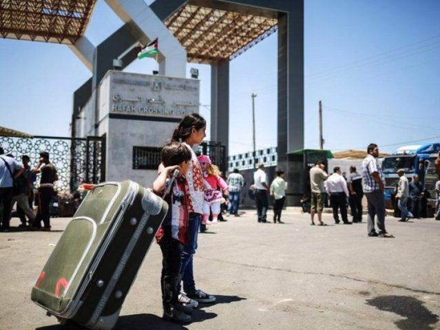 مغادرة 676 مسافرًا عبر معبر رفح الجمعة
