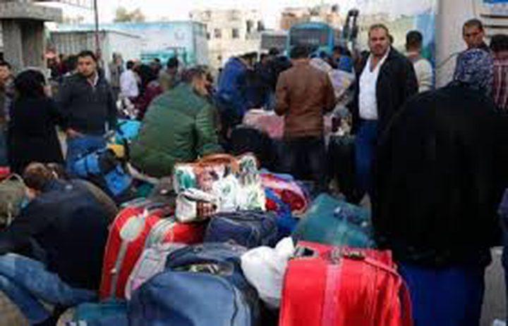 بدء مغادرة حافلات المسافرين وعودة العالقين عبر معبر رفح