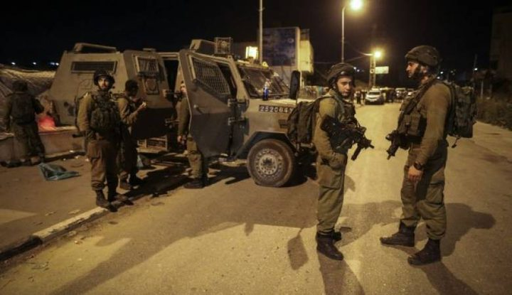 4 إصابات بأعيرة معدنية وعشرات حالات الاختناق خلال اقتحام الاحتلال مدينة قلقيلية
