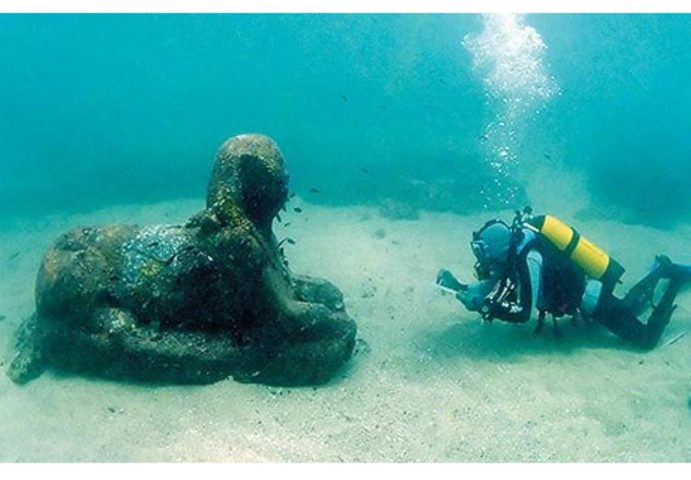 أشياء وكنوز ثمينة عُثِرَ عليها تحت الماء