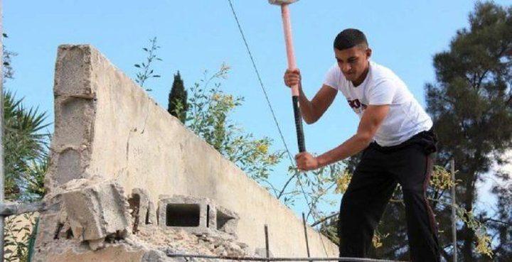 الاحتلال يجبر مواطناً من الداخل المحتل على هدم منزله