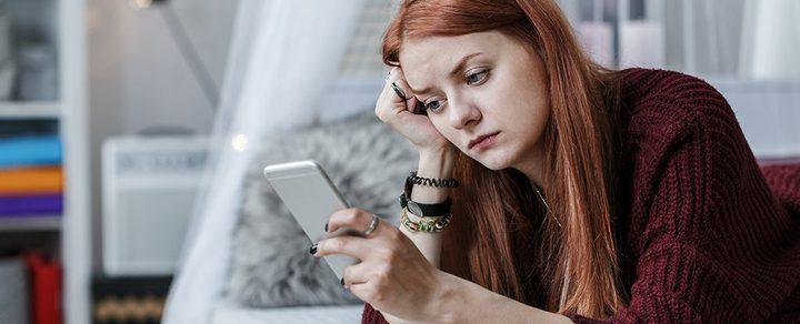 استخدام الفتيات لمواقع التواصل الاجتماعي في سن مبكر أمر مقلق لهذا السبب