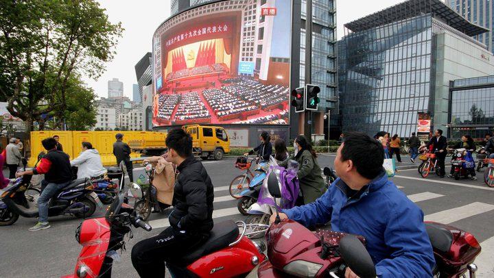 منع الضحك على التلفزيون وأشرطة الفيديو الساخرة في الصين!