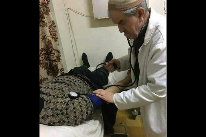 طبيب الفقراء مات ساجداً