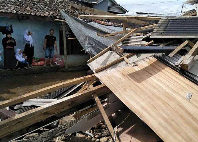 زلزال بقوة 6.4 درجات قبالة اندونيسيا وإلغاء التحذير من التسونامي