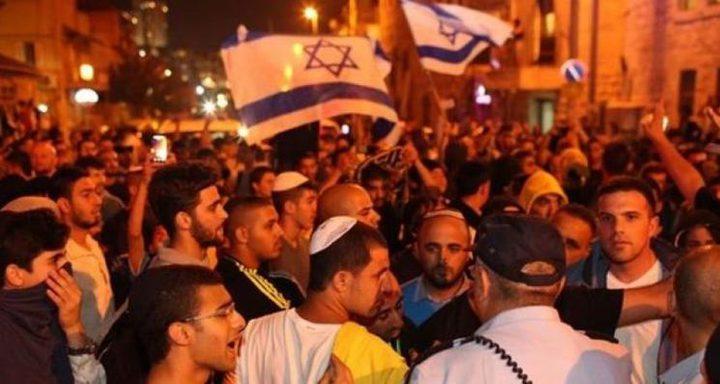 المستوطنون يقتحمون مبنى جديد بحراسة من قوات الاحتلال في الخليل