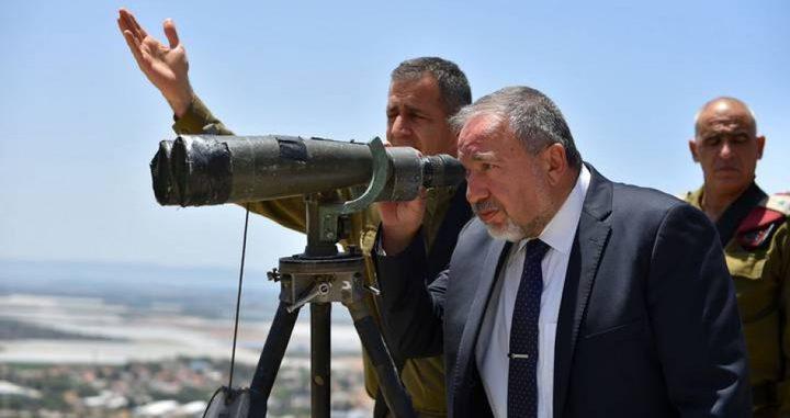 """ليبرمان على حدود غزة: """"نخشى استفزاز قواتنا وتوتير الأوضاع"""""""