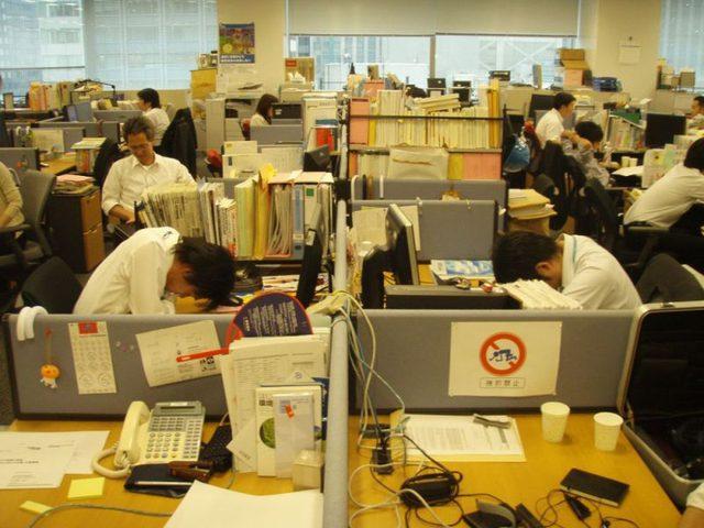 """""""كاروشي"""" تهدد حياة الموظفين في اليابان"""