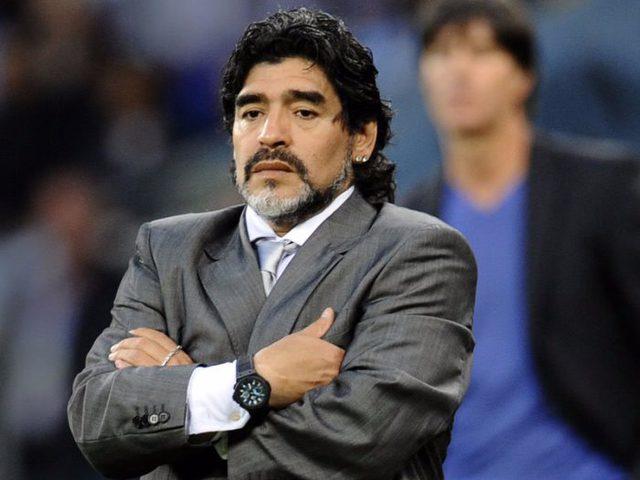 """مارادونا يطالب جماهير بلاده بمؤازرة """"التانغو"""" الأرجنتيني"""