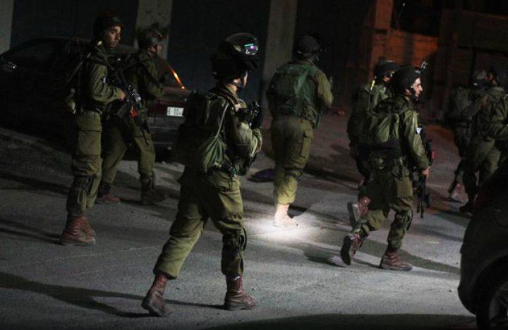 الاحتلال يشن حملة اعتقالات طالت 16 مواطناً