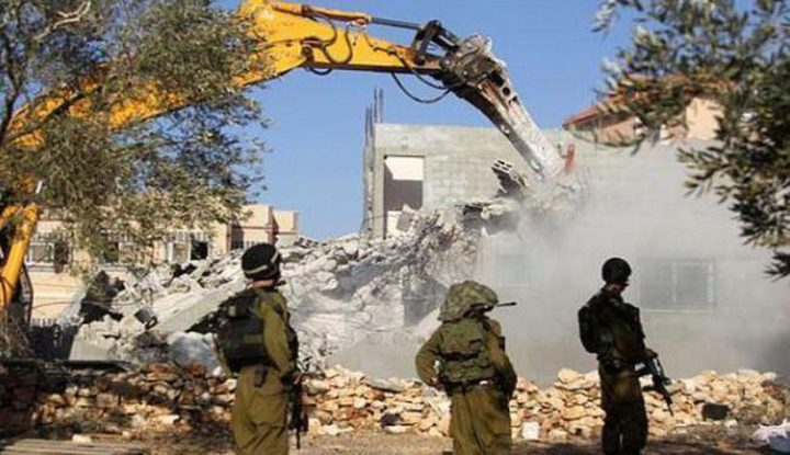 الاحتلال يهدم منزلاً قيد الانشاء ومقبرة وجدران استنادية في الولجة