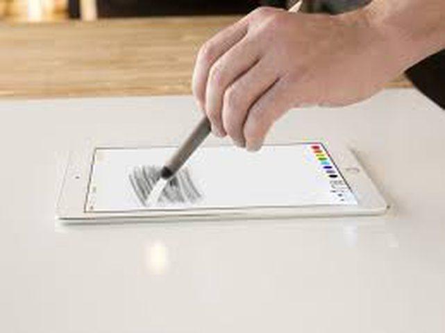 آبل تطلق آيباد مقاس 9.7 إنش الجديد بدعم Apple Pencil