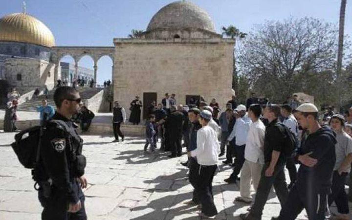 """المفتي: استفزازات المستوطنين في """"الأقصى"""" تنذر بحرب دينية"""