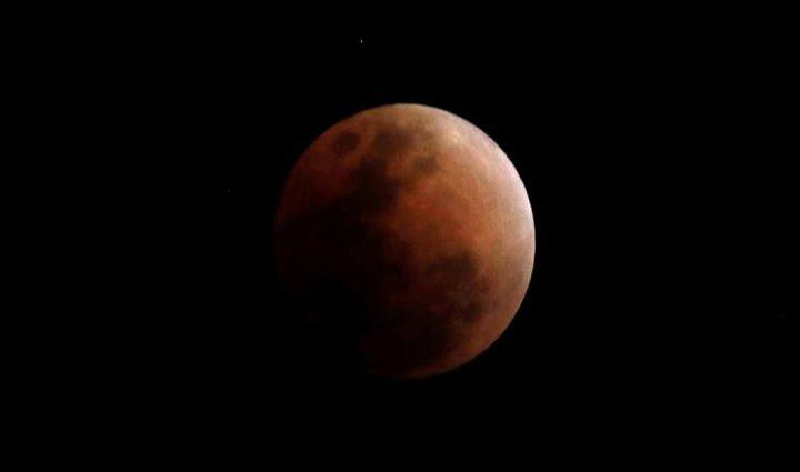 القمر الأزرق يظهر من جديد نهاية مارس!