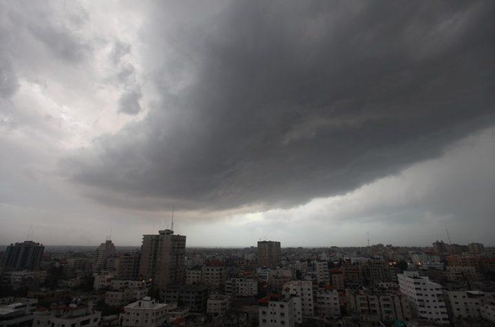 الطقس: أجواء شتوية باردة وأمطار متوقعة ورياح نشطة