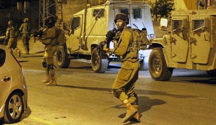 الاحتلال يشن حملة اعتقالات طالت 22 مواطناً