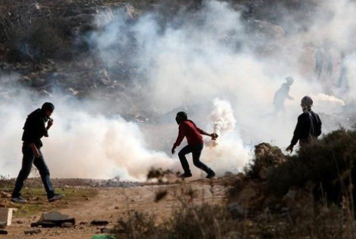 حالات اختناق جراء قمع الاحتلال مسيرة نعلين