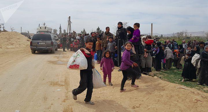 الدفاع الروسية: خروج أكثر من 150 ألف شخص من الغوطة الشرقية منذ بدء عمل الممر الإنساني
