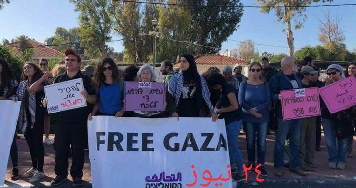 بالصور: نشطاء سلام يطالبون برفع الحصار الإسرائيلي عن غزة