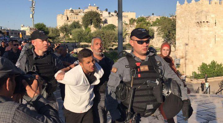 """الاحتلال يقمع وقفة تضامنية مع غزة في """"باب العامود"""" ويعتقل شابا"""