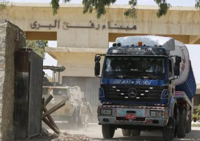 إدخال وقود مصري عبر معبر رفح