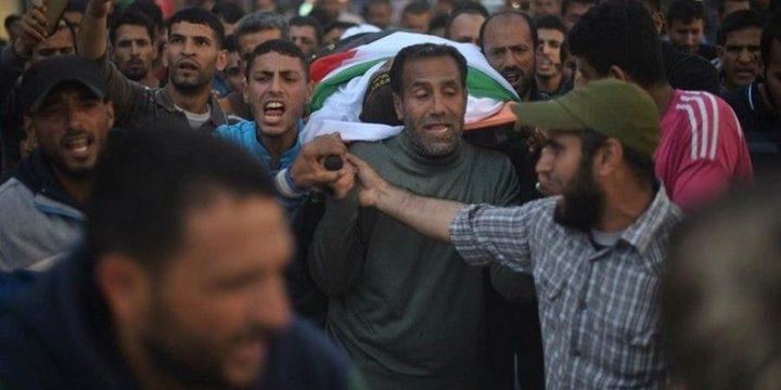 """المئات يشيعون جثمان الشهيد """"الرقب"""" في خانيونس"""