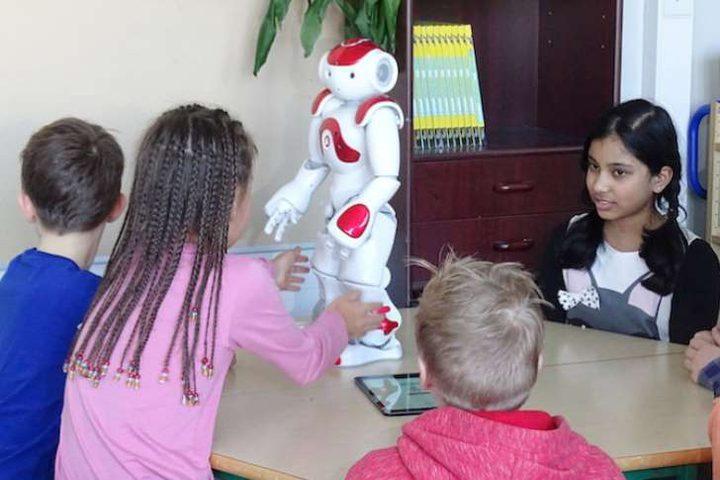 روبوت يعلم طلبة المدارس الرياضيات واللغات!