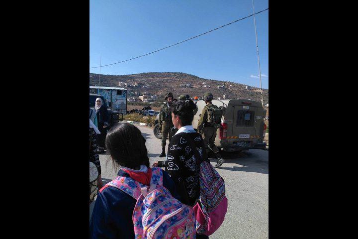 قوات الاحتلال تغلق مدرسة بنات اللبن الثانوية