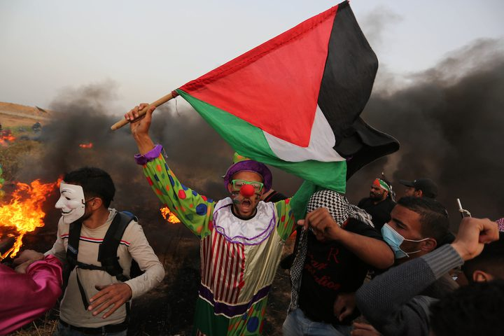 أطفال غزة يحتفلون بيومهم على بعد أمتار من بنادق الاحتلال