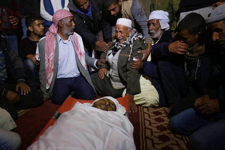 """مئات المواطنين يشيعون الشهيد """"الكاشف"""" لمثواه الأخير في رفح"""