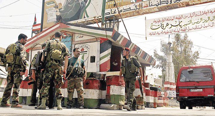 """مقتل فلسطينيين في اشتباكات بمخيم """"عين الحلوة"""" في لبنان"""