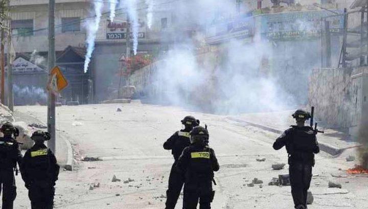 اصابات بالاختناق خلال مواجهات مع الاحتلال في الخليل