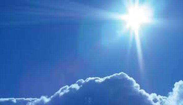 حالة الطقس: الجو صاف والحرارة أعلى من معدلها بأربع درجات