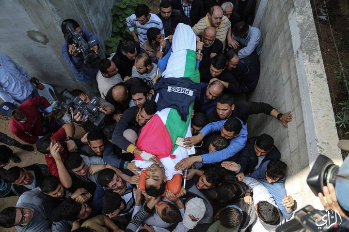 بالدموع.. صحفيو غزة يودعون زميلهم ياسر مرتجى