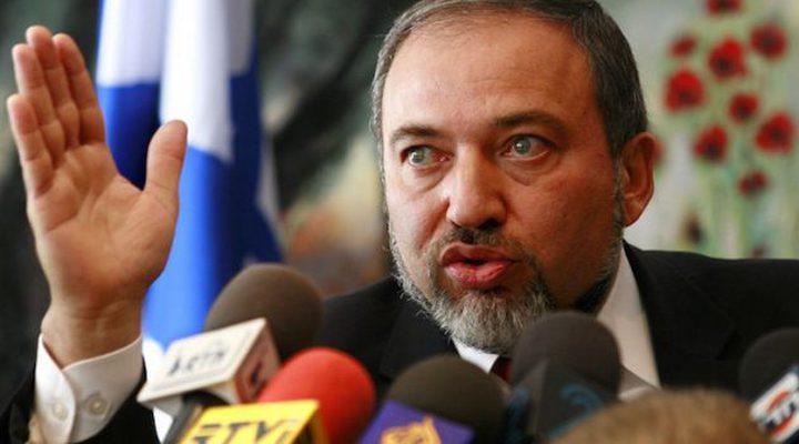 ليبرمان يواصل التحريض: لا أبرياء في غزة