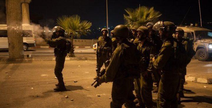 حملة اعتقالات طالت 12 مواطناً من مختلف محافظات الضفة