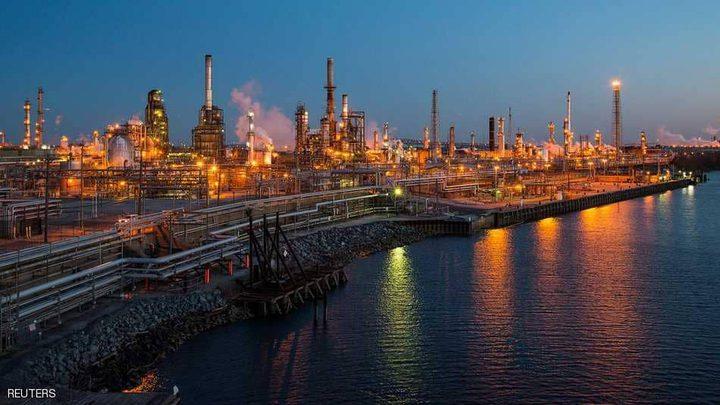 """النفط يتماسك ويترقب """"الخلاف التجاري"""""""