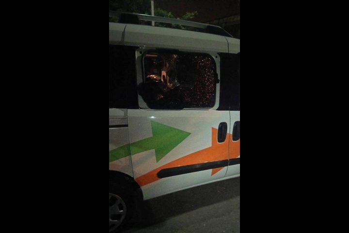 مستوطنون يهاجمون مركبات المواطنين قرب حوارة