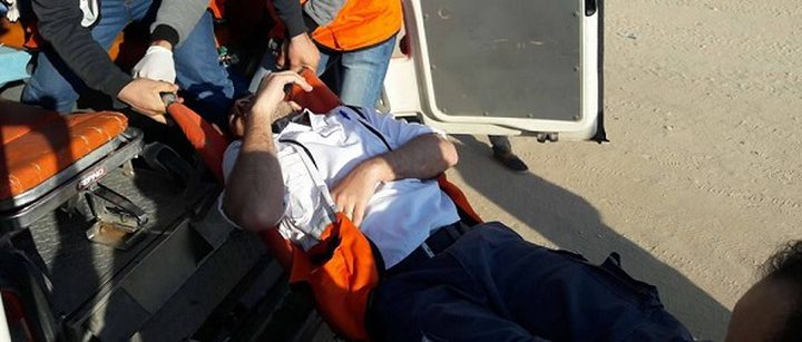 إصابة مسعف برصاص الاحتلال وعشرات الصحفيين بالاختناق