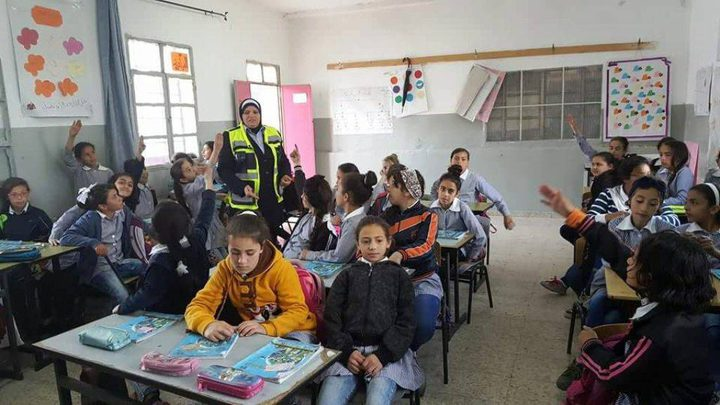 المركز المتنقل يستهدف مدارس بيت فوريك بالتوعية الشرطية