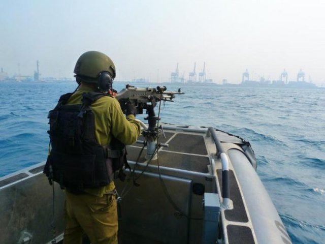 بحرية الاحتلال تستهدف الصيادين ومراكبهم في بحر غزة