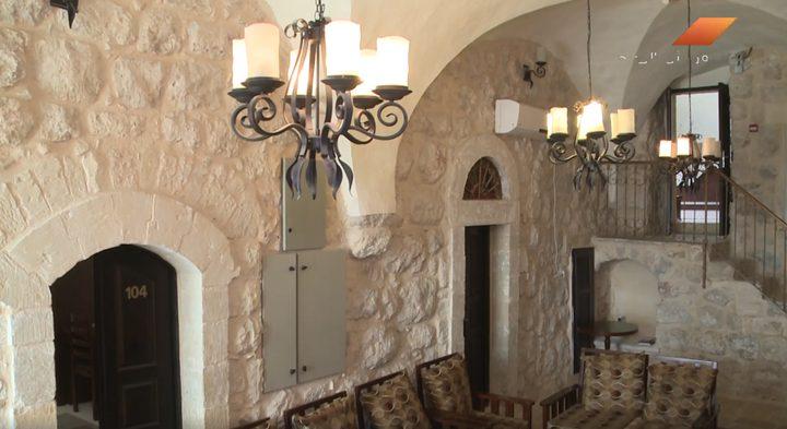 فندق الإعمار .. وتد جديد لتدعيم صمود البلدة القديمة بالخليل (فيديو)