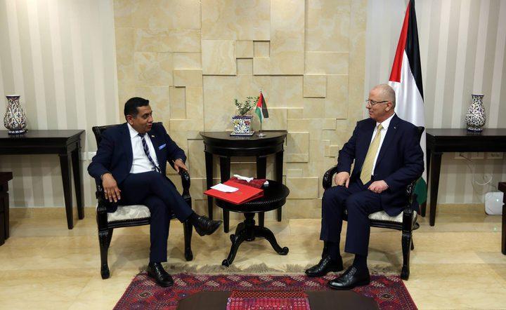 الحمد الله يبحث مع وزير الدّولة البريطاني اللورد أحمد آخر التّطورات