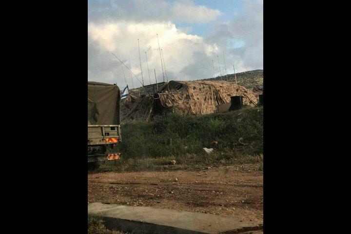 الاحتلال ينصب ثكنة عسكرية على حاجز بيت فوريك
