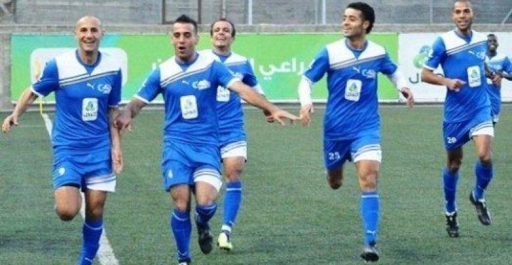 """""""هلال القدس"""" يتأهل لنصف نهائي كأس فلسطين على حساب حامل اللقب"""
