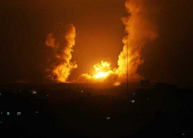طيران الإحتلال الحربي يغير على أهداف متفرقة في قطاع غزة
