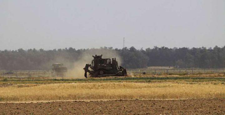 إصابة مواطن وانسحاب آليات الاحتلال شرق غزة