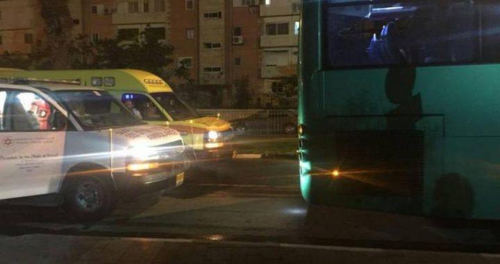 تضرر مركبة لقوات الاحتلال عقب تعرضها للرشق بالحجارة قرب بلدة حوارة جنوب نابلس