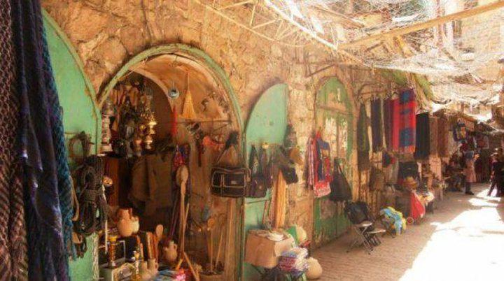 سلطات الاحتلال تسمح بإعادة فتح 15 محلاً تجارياً في تل الرميدة بالخليل
